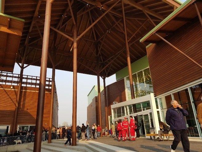 Supermercato realizzato in legno